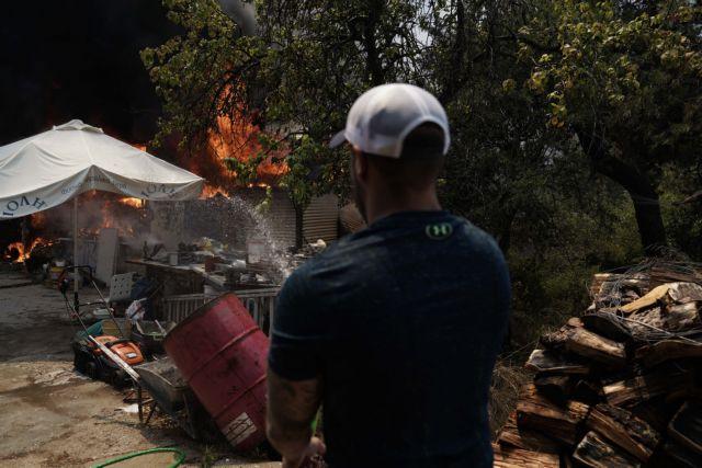 Φωτιά στη Σταμάτα: Σε ΚΑΤ και Αγ. Ολγα μεταφέρθηκαν τραυματίες