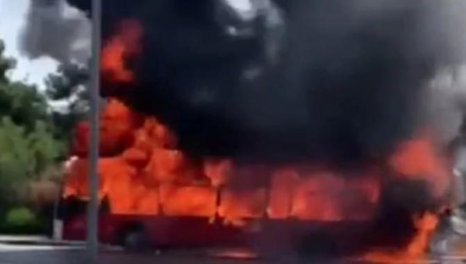 Θεσσαλονίκη: Στις φλόγες λεωφορείο του ΚΤΕΛ – Δείτε βίντεο