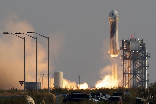 Το βρόμικο «αποτύπωμα» των διαστημικών δισεκατομμυριούχων