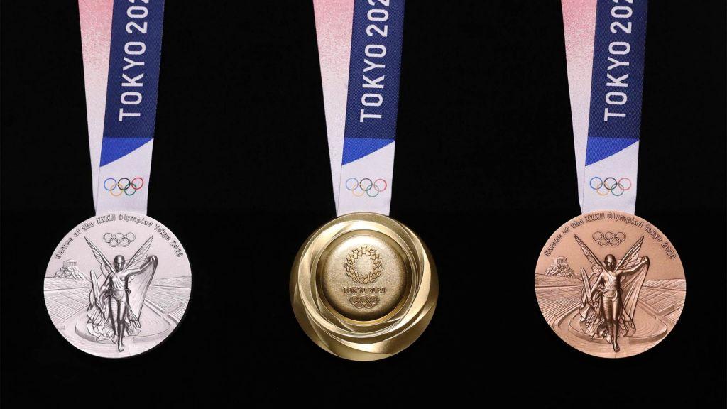 Τα μετάλλια από ανακυκλωμένα ηλεκτρονικά λάμπουν στο Τόκιο