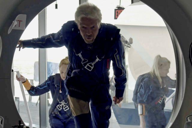 Ρίτσαρντ Μπράνσον: Δείτε live την απογείωση του δισεκατομμυριούχου για το διάστημα