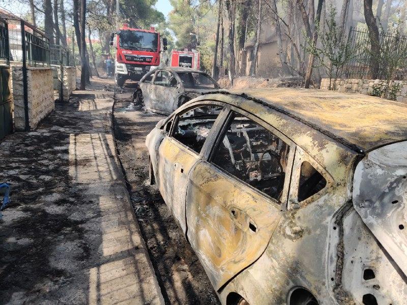 Φωτιά σε Σταμάτα, Ροδόπολη και Διόνυσο: «Ακούστηκαν τέσσερα γκαζάκια να σκάνε»