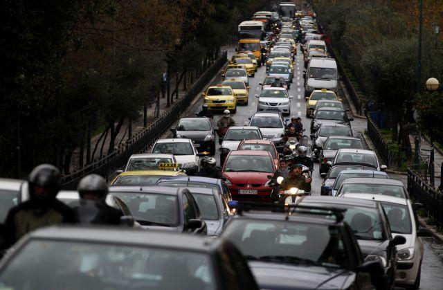 Κυκλοφοριακό χάος στον Κηφισό – Καραμπόλα τεσσάρων οχημάτων