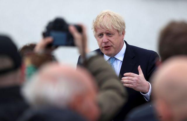 Βρετανία-Covid-19: Να μην εφησυχάζουν κάλεσε τους πολίτες ο Μπόρις Τζόνσον
