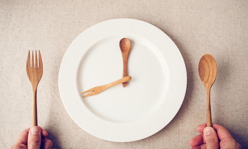 Διαλείπουσα νηστεία: Η απώλεια βάρους, τα μεταβολικά οφέλη και η προστασία έναντι σοβαρών ασθενειών