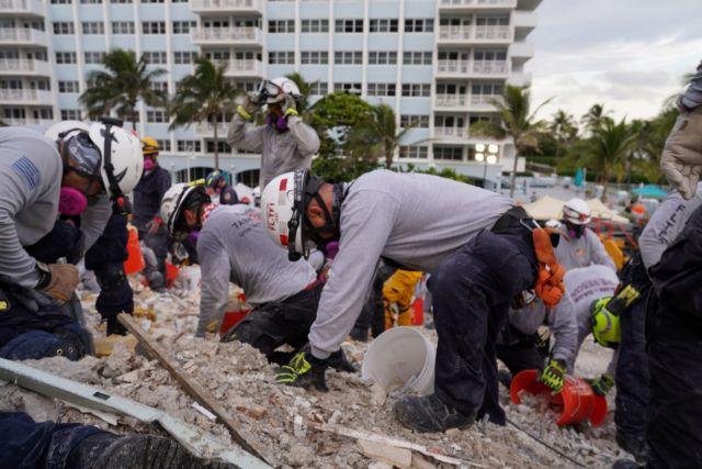 Φλόριντα – Σοκ στα συντρίμμια: Ανέσυραν νεκρά και δύο παιδιά 4 και 10 ετών