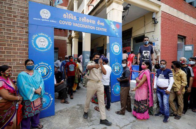 Ινδία: Σαρώνει τη χώρα ο κοροναϊός – Μια ανάσα από το τραγικό ορόσημο των 400.000 θανάτων