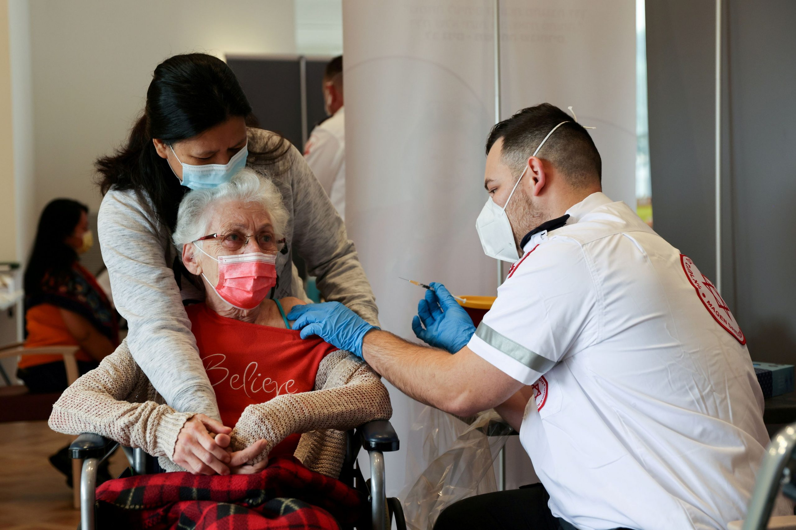 Κοροναϊός: Το Ισραήλ ξεκινά τρίτη δόση εμβολιασμού για πολίτες άνω των 60 ετών