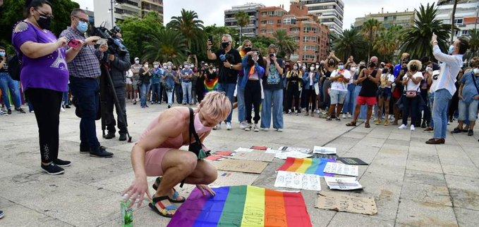 Ισπανία: Ο ξυλοδαρμός μέχρι θανάτου νεαρού άνδρα συγκλονίζει τη χώρα – Συγγενείς και διαδηλωτές καταγγέλουν «ομοφοβικό έγκλημα»