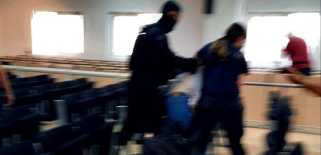 Κορυδαλλός: Επίθεση αστυνομικών σε κρατούμενους πολιτικούς πρόσφυγες μέσα σε δικαστήριο