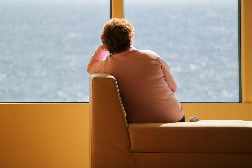 Τετραπλάσια η μοναξιά που νιώθουν οι νέοι με την πανδημία