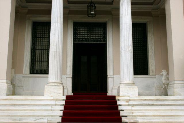 Μαξίμου: Γραφικότητες Τσίπρα η κήρυξη αργίας τη Δευτέρα λόγω καύσωνα