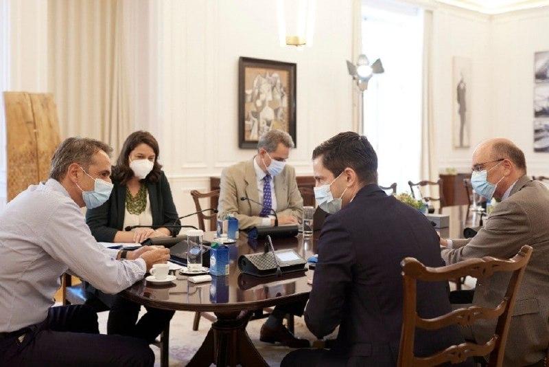 Συνάντηση Μητσοτάκη με τη νέα ηγεσία της Ιατρικής Σχολής του ΕΚΠΑ