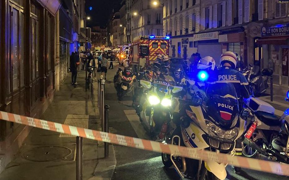 Συναγερμός στο Παρίσι: Αυτοκίνητο έπεσε σε καθισμένους πελάτες καφέ στο πεζοδρόμιο