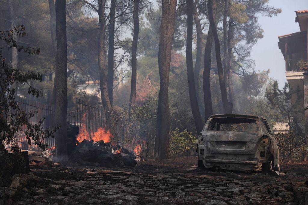 Χαρδαλιάς για φωτιά σε Σταμάτα και Ροδόπολη: Παραμένουν πολλές διάσπαρτες εστίες – Τέσσερις προσαγωγές