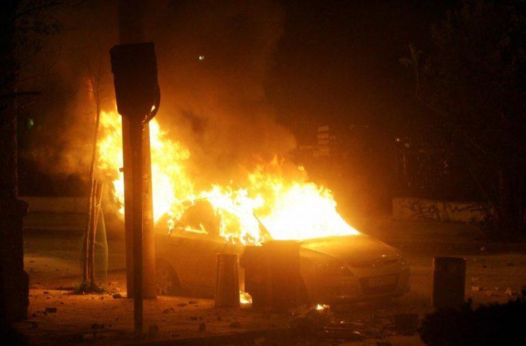 Μπαράζ εμπρηστικών επιθέσεων τη νύχτα στην Αττική – Πυρπόλησαν αυτοκίνητα