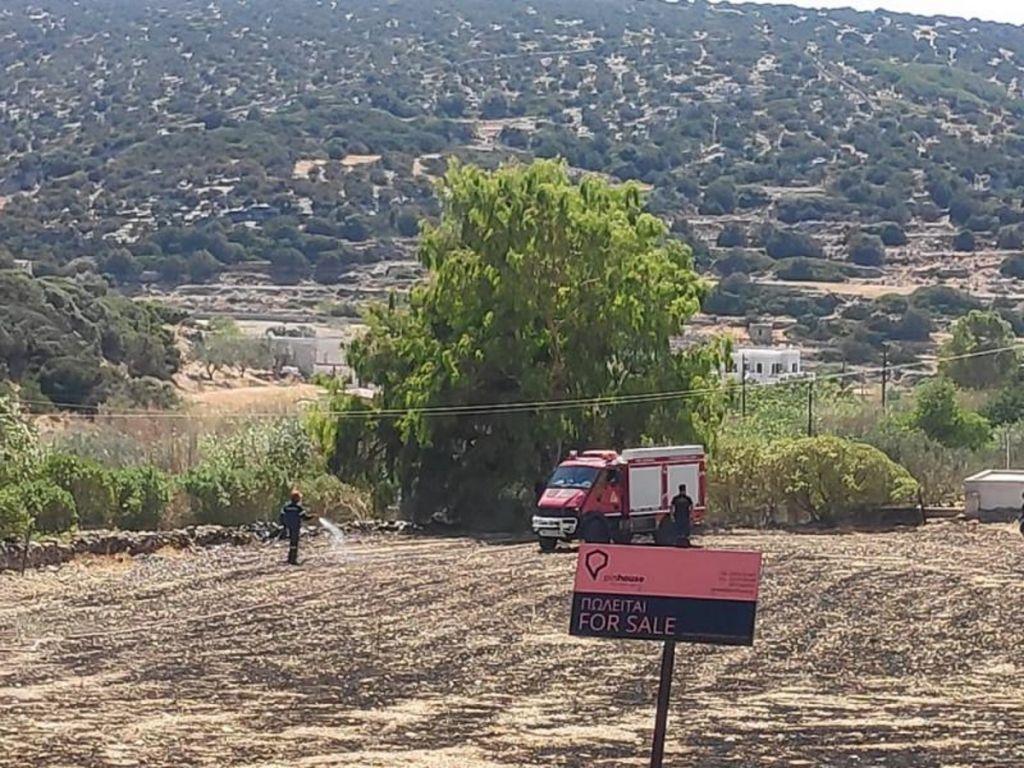 Φωτιά στο χωριό Γαλησσάς στη Σύρο