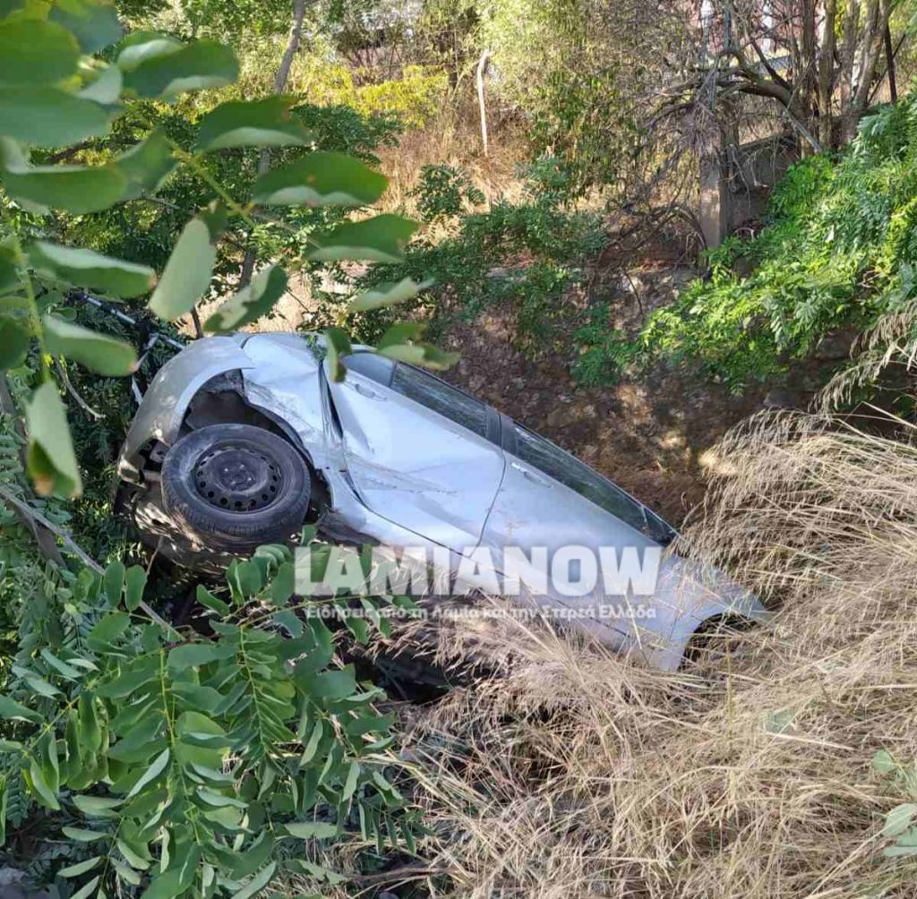 Στυλίδα: Απίστευτο τροχαίο – Έπεσε με το αυτοκίνητο από γέφυρα και βγήκε… χωρίς γρατζουνιά