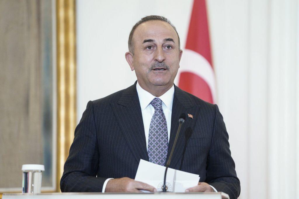 Φωτιές στην Τουρκία: Επίθεση οργισμένων πολιτών στον Τσαβούσογλου