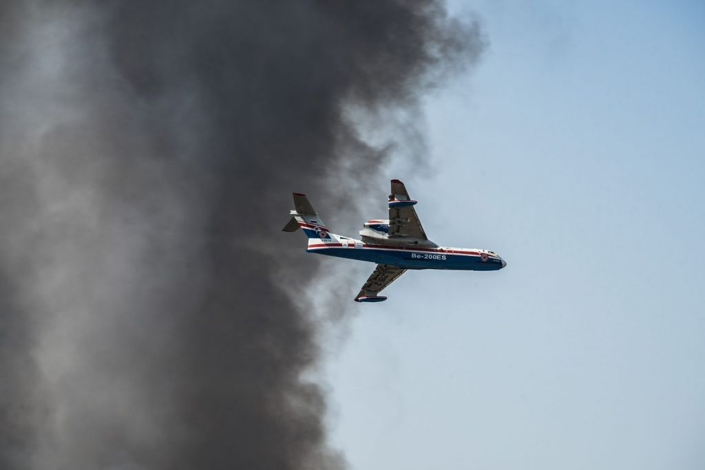Beriev Be-200 – Αυτό είναι το «υπερόπλο» της Πυροσβεστικής που «παλεύει» με τις φλόγες στη Βαρυμπόμπη