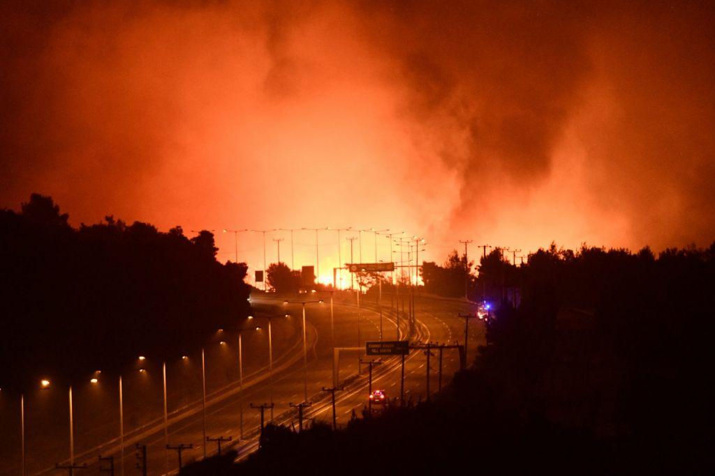 Φωτιά στην Αττική – «Στείλτε πυροσβεστικά, καιγόμαστε…» – Δραματική έκκληση από τις Αφίδνες