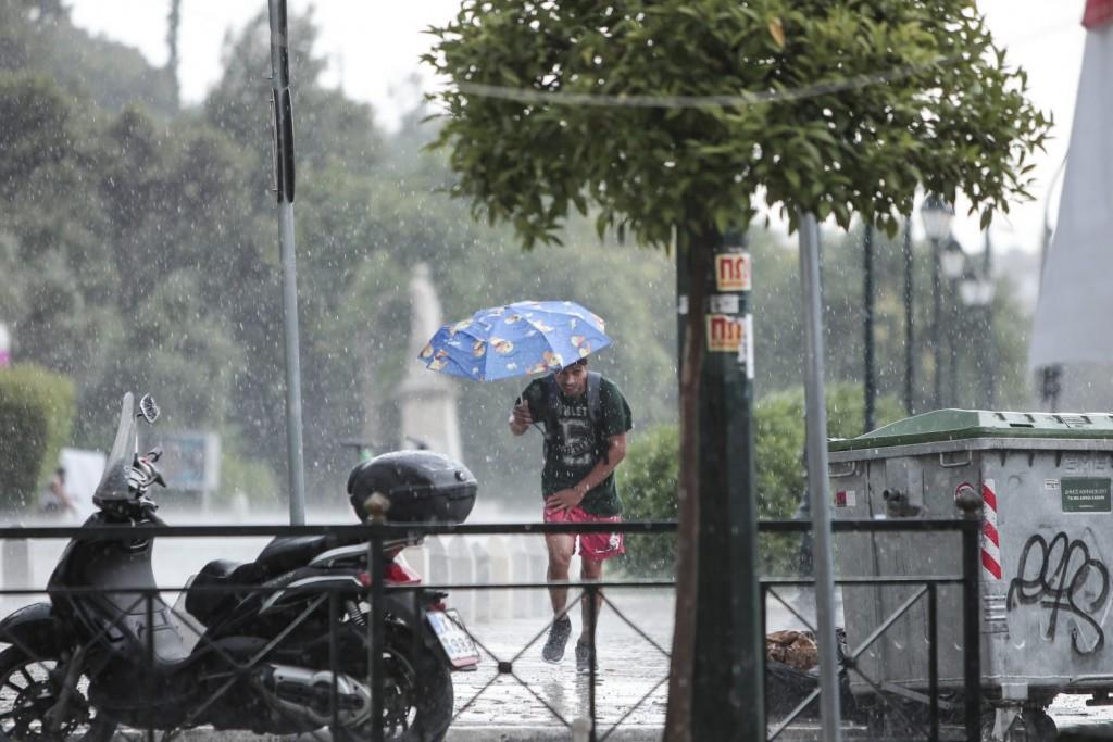 Καιρός – Πού θα «χτυπήσουν» βροχές και καταιγίδες το Σάββατο