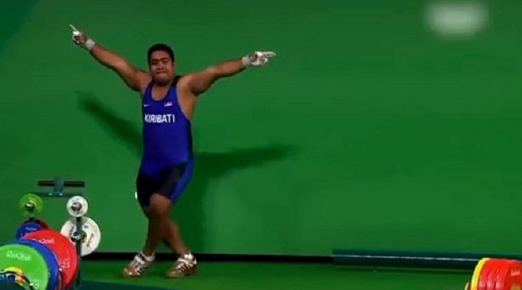 Ολυμπιακοί Αγώνες – Αρσιβαρίστας χορεύει μετά την προσπάθειά του και αποθεώνεται