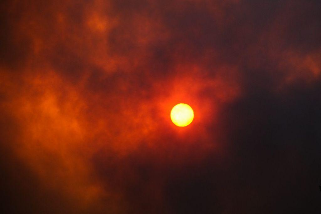 Φωτιά στη Βαρυμπόμπη – Νύχτα κόλασης με τρία πύρινα μέτωπα – Πάνω από 300 απεγκλωβισμοί