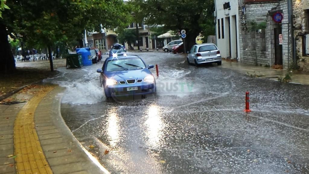 Ιωάννινα – Ισχυρή βροχόπτωση – Προβλήματα στους δρόμους και το δίκτυο της ΔΕΗ