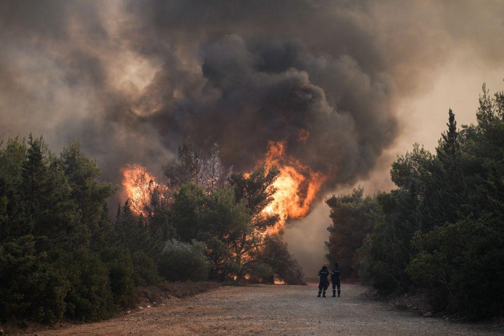 Επικοινωνία Δρίτσα με Παναγιωτόπουλο για τις επιπτώσεις των πυρκαγιών στις στρατιωτικές εγκαταστάσεις