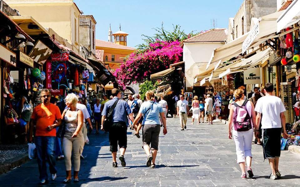 Κατανάλωση και τουρισμός καταλύτες της οικονομικής ανάκαμψης