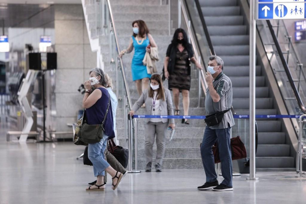 Παράταση οδηγιών για τις πτήσεις εξωτερικού – Υποχρεωτικό τεστ για ανεμβολίαστους ταξιδιώτες από 16 χώρες