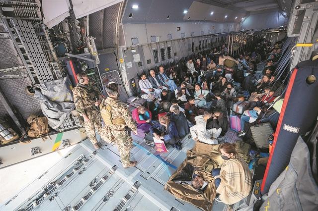 Φυγή ή υποταγή στους Ταλιμπάν