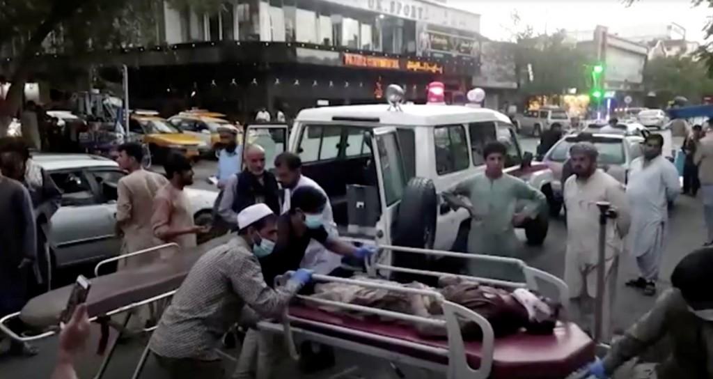 Καμπούλ – Λουτρό αίματος με περισσότερους από 100 νεκρούς – Επιταχύνεται η επιχείρηση εκκένωσης