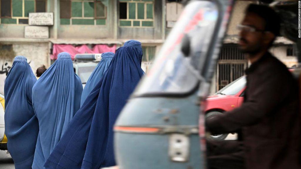 Τρεις γυναίκες στο Αφγανιστάν υπό την κυριαρχία των Ταλιμπάν – «Κανείς δεν πιστεύει όσα λένε»