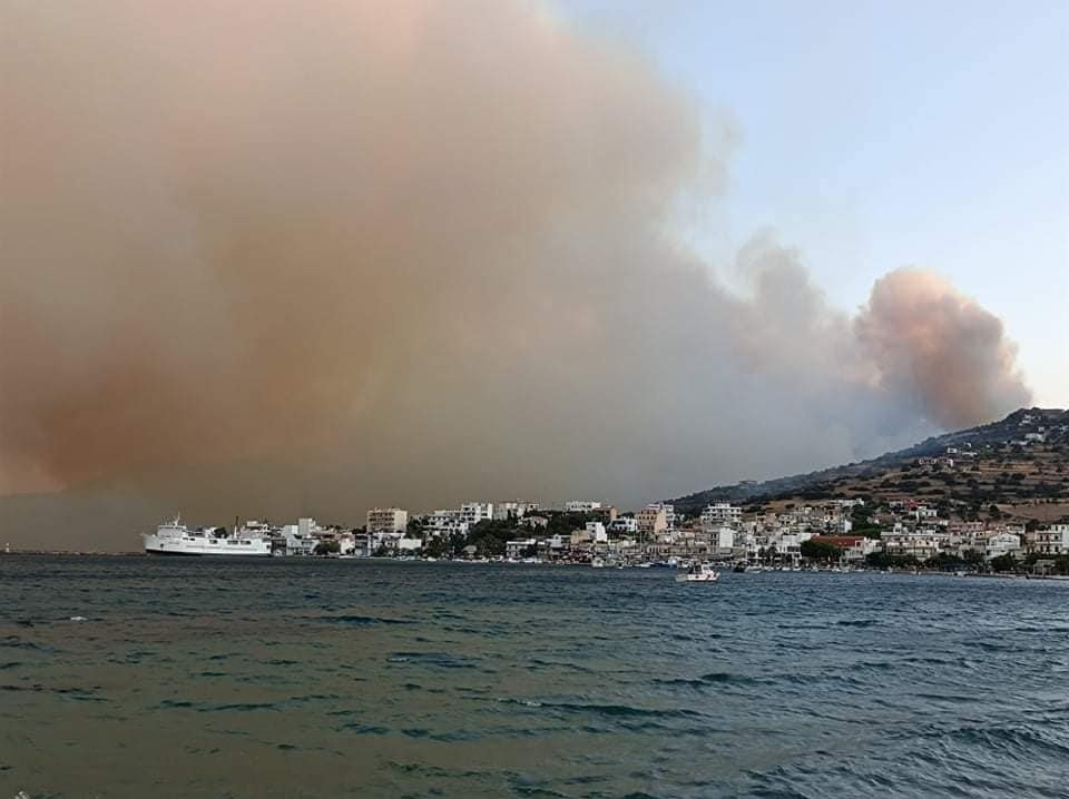 Καλύτερη εικόνα από την φωτιά στην Κάρυστο – Σώθηκε το Μαρμάρι, ζημιές σε σπίτια στον οικισμό Κοκκίνη