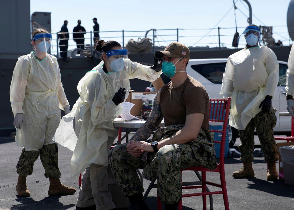 Υποχρεωτικός ο εμβολιασμός στον αμερικανικό στρατό μετά την πλήρη έγκριση του Pfizer