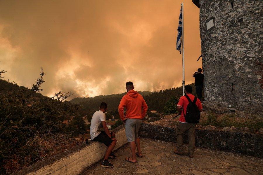 Φωτιά στην Εύβοια: Πού θα μείνουν, έστω προσωρινά, οι πυρόπληκτοι;