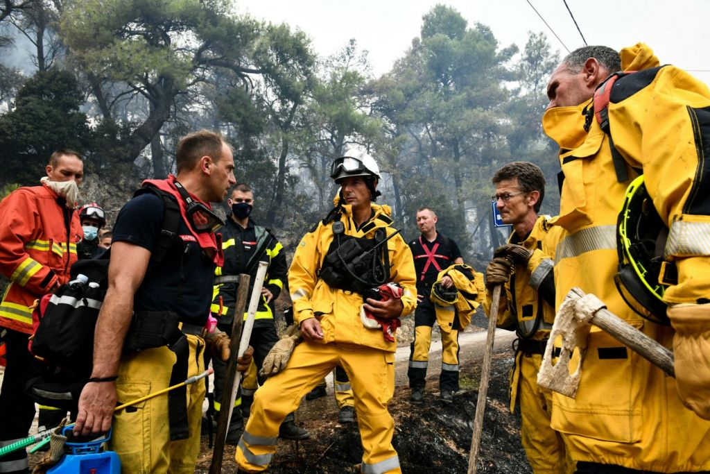 Φωτιές – Ενισχύονται τα ελληνικά πεζοπόρα τμήματα – Το «ευχαριστώ» Μητσοτάκη στους Πολωνούς