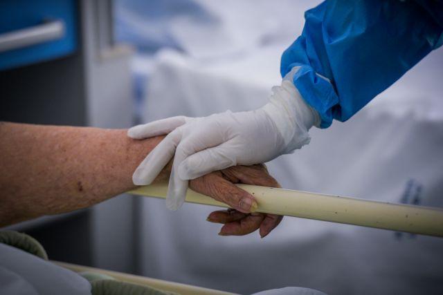 Μεγαλώνει η ανησυχία των γιατρών: Γεμίζουν πάλι ΜΕΘ και κλίνες – Πιθανό να αναβληθούν non-covid χειρουργεία