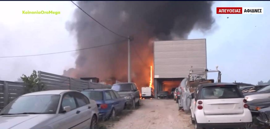 Εκρήξεις σε μάντρα αυτοκινήτων στις Αφίδνες