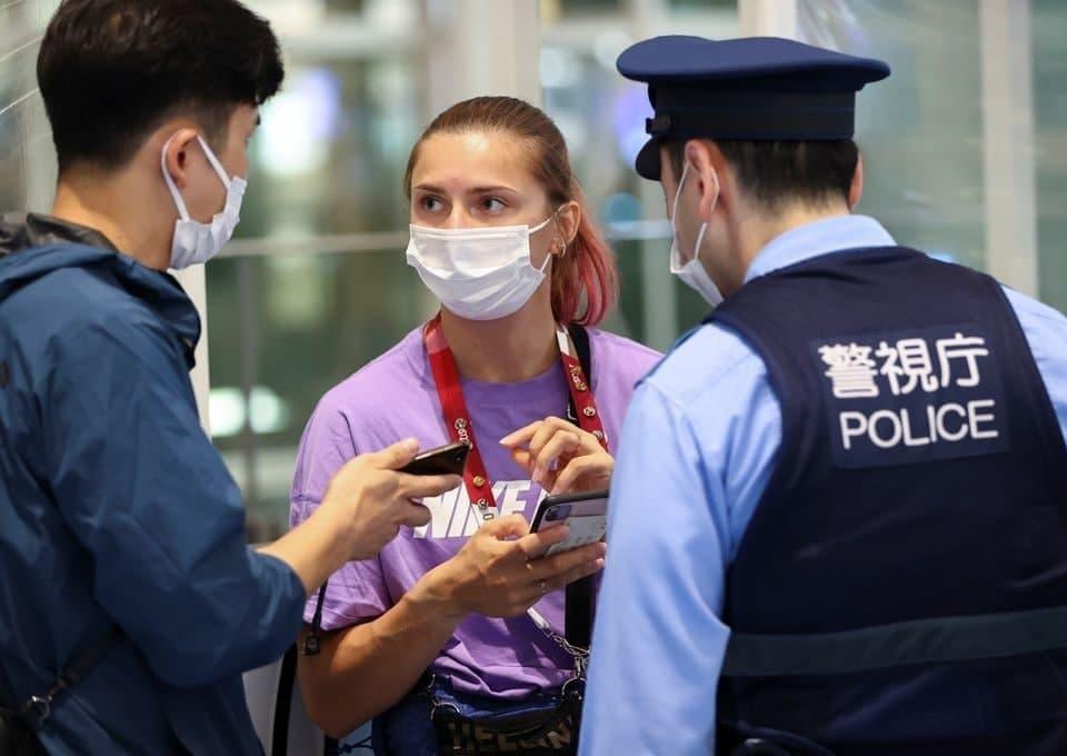 Τόκιο – Λευκορωσίδα σπρίντερ λέει ότι την πήγαν στο αεροδρόμιο παρά τη θέλησή της για να φύγει, επειδή έκανε παράπονα
