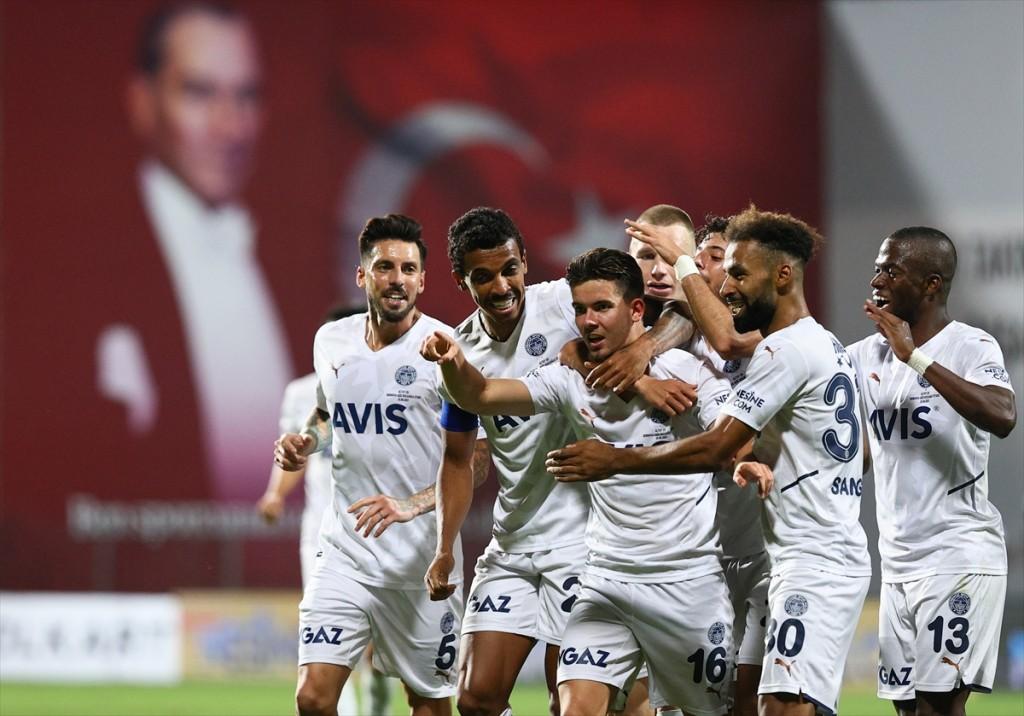 Τρίτη νίκη για την Φενέρ (2-0)