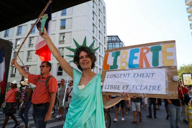 Γαλλία – 250.000 διαδηλωτές κατά του υγειονομικού πάσου