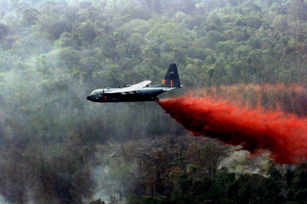 Χημικά επιβραδυντικά στη μάχη της δασοπυρόσβεσης