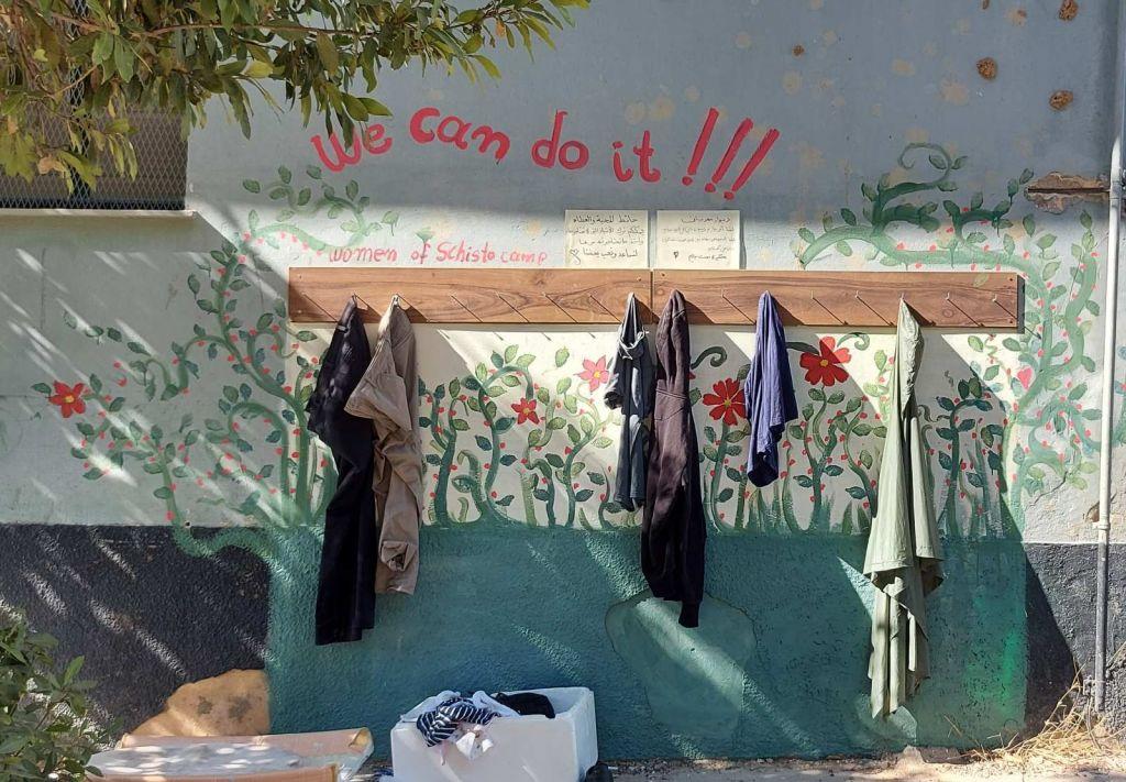 Το Σχιστό απέκτησε τον δικό του «τοίχο καλοσύνης» – Με πρωτεργάτριες γυναίκες της δομής