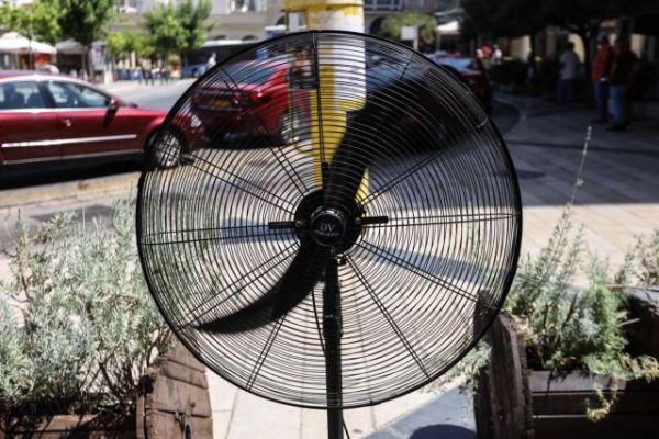 Καύσωνας - Ακόμη πιο υψηλές θερμοκρασίες εώς την Πέμπτη - Πού θα «χτυπήσει» 47άρια