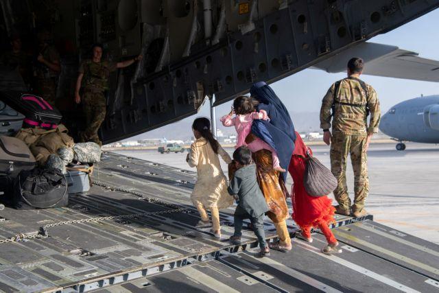 «Φύγετε αμέσως από το αεροδρόμιο της Καμπούλ» – Για απειλή τρομοκρατικής ενέργειας προειδοποιούν ΗΠΑ, Βρετανία, Αυστραλία