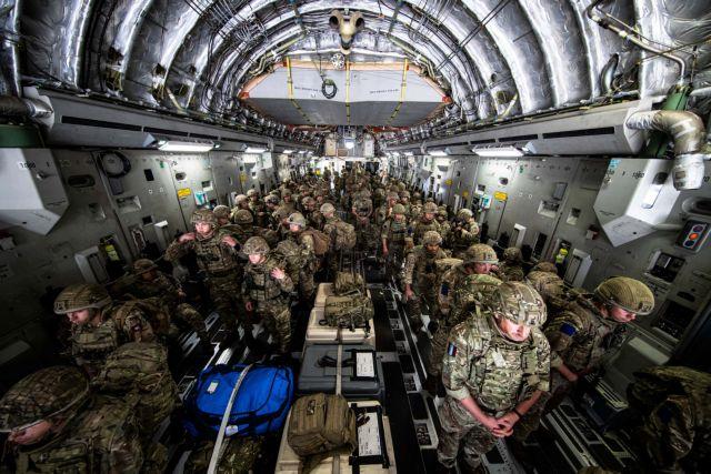 Αφγανιστάν – Βρετανοί στρατιώτες εγκαταλείπουν την Καμπούλ – «Θα επιστρέψουμε» λέει ο Μπόρις Τζόνσον