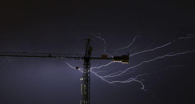 Βραζιλία – Έφηβη έπαθε ηλεκτροπληξία ενώ μιλούσε στο κινητό στη διάρκεια καταιγίδας